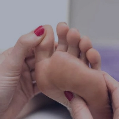 kvinde-faar-fodmassage-oplevelsesgave